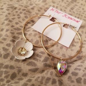 NWT Betsey Johnson gold hoop flower earrings